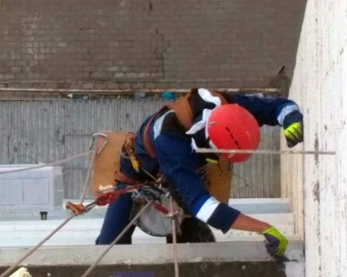 Протікання балкона: причини і способи усунення течі