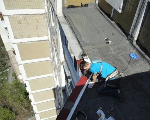 Герметизація козирка балкона на останньому поверсі